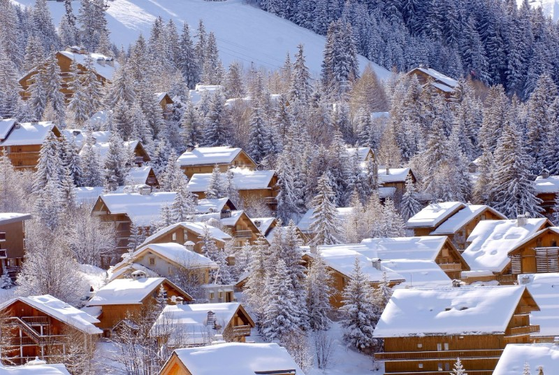 world_france_snow-covered_house_in_the_ski_resort_of_meribel_france_072074__2018-01-06-19-56-22.jpg